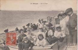 CPA Dieppe - Sur La Plage (très Belle Scène : Enfants Dans Barque Casino) - Editeur Marchand - Dieppe