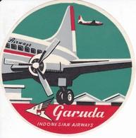 ANTIGUA ETIQUETA DE LA COMPAÑIA AEREA GARUDA INDONESIAN AIRWAYS (AVION-PLANE) - Etiquetas De Equipaje