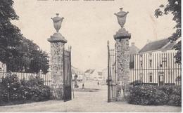 LIMAL  -  Vue De La Place, Entrée Du Château - Belgique