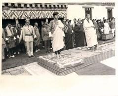 BHOUTAN KING JIGME SINGYE WANGCHUCK YHIMPHU HIMALAYA BHUTAN THIMPEU LAMA JEY KHEMPO TANAKA - Bhutan