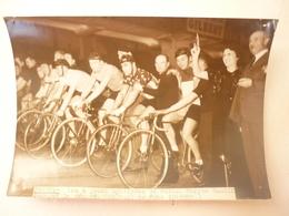 PARIS PHOTO LES 6 JOURS CYCLISTES DE PARIS MARYSE BASTIE DONNANT LE DEPART - Cyclisme