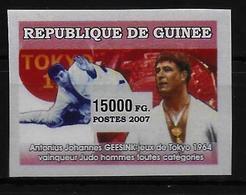GUINEE  N° 2914 * * NON DENTELE Judo Geesink - Judo