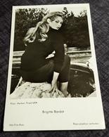 BRIGITTE BARDOT - Sexy Portrait - Original Alte UfA-Echt-Photo-Postkarte - Ca. 9 X 14 Cm -182437 - Acteurs