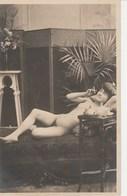 JEUNE FEMME AU FUMOIR  190J - Nus Adultes (< 1960)