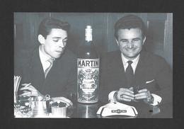 ARTISTES - CÉLÉBRITÉS - CHANTEUR ET MUSICIENS - JACQUES BREL ET BOBBEJAAN SCHOEPEN À BRUXELLES EN 1955 - Chanteurs & Musiciens