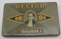 BOITE METAL - BLIKKEN DOOS -  RECTOR MAGNIFICUS  -    18 X 11.5  CM - Sigarenkisten (leeg)