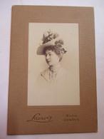 Photographie Ancienne Type CDV - Romantique Portrait De Femme - Chapeau Surmonté De Roses Photo Lacroix , Nice, Genève - - Photographs