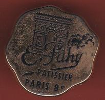 54016-Pin's.Paris.arc De Triomphe.R.Fahy.patissier.signé ATC Boulangerie Fine Traiteur... - Ciudades