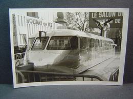 Aérotrain De Jean Bertin Exposé à La Foire De Paris En Avril 1969 - Trains