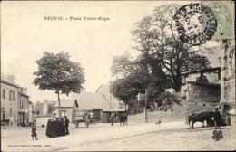 Cp Neuvic Corrèze, Place Victor Hugo, Straßenpartie Im Ort - France