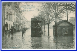 22830 CPA  NANTES : En Souvenir Des Inondations De Janvier  1910 ! Le Quai Des Tanneurs !! Bus Gros Plan ! ACHAT DIRECT - Nantes