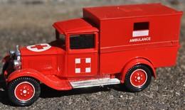 Véhicule  De Collection Pompier De Marque Solido - Firemen