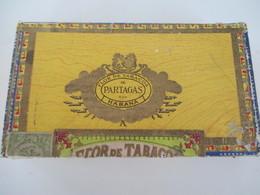 .  Boite Cigare Havanne Partagas, Briquets, Papier à Cigarette, Pierre, Rouleuse Bambou Etc - Tabac (objets Liés)