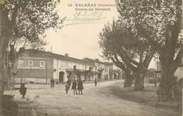 "/ CPA FRANCE 84 ""Valréas, Cours De Berteuil"" - Valreas"