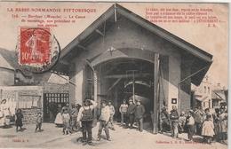Barfleur 1909 - Canot De Sauvetage + Son Président Son Patron Et Des Sauveteurs - SNSM - Barfleur