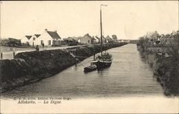Cp Adinkerke Westflandern, La Digue, Kanal Mit Boot, Wohnhäuser - België
