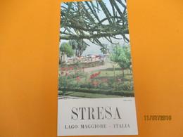 Dépliant Touristique à 4 Volets / STRESA/Golfo Borromeo/ Lago Maggiore// ITALIE/ Années 1950              DT21 - Tourism Brochures