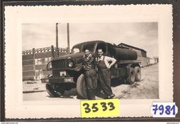 7981  ESSENCE5  AK PC  PHOTOGRAPHIE 14X9  3532 CAMION GMC CITERNE CARBURANT COMPAGNIE SUNIC PETROLE - Camion, Tir