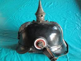 CASQUE à PIONTE.... - Headpieces, Headdresses