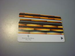 Hong Kong Four Seasons Hotel Room Key Card (with Notch, Orange-black-white) - Cartas De Hotels