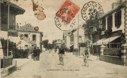 Pornichet (25), Avenue De La Gare. Défauts, Mais Belle Animation - Pornichet