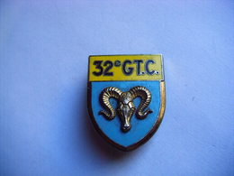 PUCELLE ANCIEN INSIGNE EMAILLE 32° GT.C. DELSART SENS N° G 2092 - Army & War