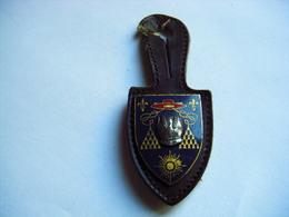 PUCELLE ANCIEN INSIGNE  6° RC REGIMENT DE CUIRASSIERS - DRAGO PARIS G 829 - Army & War