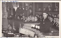 """34. MONTPELLIER. OPÉRA. CHEF D'ORCHESTRE """" ROBERO BENZI """" CONDUIT LE BARBIER DE SEVILLE. 13 DECEMBRE 1956. FORMAT 9 X 14 - Personnes Identifiées"""