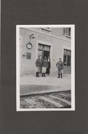 RARE PHOTO DE SOLDATS ALLEMANDS DE LA GUERRE 39-45 PRISE SUR LE QUAI DE LA GARE DE GYE-S-SEINE (10) - A VOIR !!! - Stations - Zonder Treinen