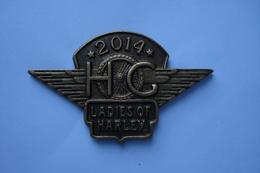 20180929-2079 Pin's 2 Attaches HARLEY-DAVIDSON « LADIES OF HARLEY - HOG 2014 » - Motos