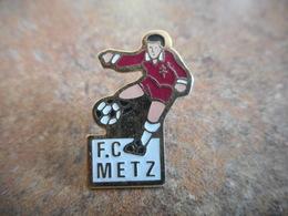 A015 -- Pin's FC Metz - Football