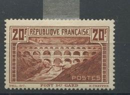 262 *  Avec Charnière Charnière Pont Du Gard Coté  325,-Euros  Très Beau - France