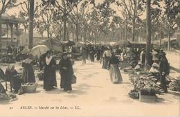 ARLES MARCHE SUR LES LICES 13 - Arles