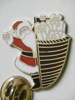 Pin's - Père NOËL Et Sa Hotte Pleine De Cadeaux - Pins EGF - Christmas