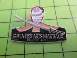 1118a Pin's Pins / Rare Et De Belle Qualité / THEME SPORTS : GALA DES ARTS MARTIAUX ELBEUF SABRE - Judo