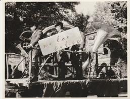 91 - ETAMPES - Char Fleuri  Trompe De Chasse à Cour Géante En 1964 ( Photo 14,7 Cm X 11,5 Cm ) 7/8 - Places