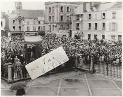 91 - ETAMPES - Rassemblement Publique  En 1964 ( Photo 14,7 Cm X 11,5 Cm ) 2bis/8 - Places