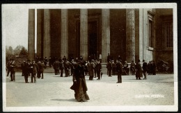 RB 1226 -  GB UK - Early Real Photo Postcard - Suffragette - Election Petition With Woman Walking Away - Demonstrations