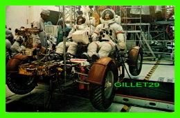TRANSPORT, ESPACE - JOHN F. KENNEDY  SPACE CENTER, N.A.S.A. - APOLLO 15 COMMANDER DAVID SCOTT, MODULE PILOT, JAMES IRWIN - Espace