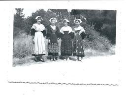 PHOTO De 1952 - KERMESSE De SARZEAU - 4 Jeunes Femmes En Costume (noms Cités Au Dos) JOUAN FARDEL CONAN - Sarzeau