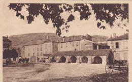 CPA 12 NANT Aveyron La Place Du Claux Et Le Halles N°  édit: BASUYAU - France