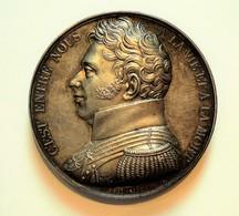 MEDAILLE 1822 DUC DE BERRY, DUCIS MEMORIAE Par CAQUE / BARRE. ARGENT. 90 Gr. - Royal / Of Nobility