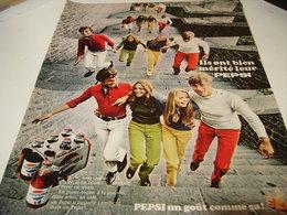 ANCIENNE PUBLICITE IL MERITE  PEPSI COLA JEUNE 1969 - Posters