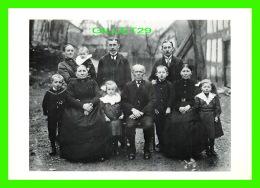 CÉLÉBRITÉS - AUGUSTE SANDER 1876-1964 - FAMILLE DE FERMIER, WESTERWALD - - Personnages Historiques