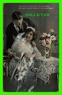 COUPLES - AMI, DANS TA LECTURE, J'AI VOULU TE TROUBLER - EMBOSSER - CIRCULÉE EN 1914 - - Couples