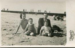 PAREJA COUPLE GROUP GRUPO KIDS NIÑO FASHION MODA BEACH PLAYA MAR DEL PLATA ARGENTINA POSTAL YEAR 1943 SIZE 9X14 LILHU - Argentinië