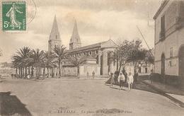 La Calle . La Place De L' Eglise . - Algérie