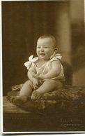 HAPPY BABY ON CUSHION BEBE SOBRE ALMOHADON BUENOS AIRES ARGENTINA POSTAL CIRCA 1990 - LILHU - Argentinië