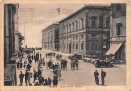 """07512 """"PERUGIA - LARGO XXVIII OTTOBRE"""" ANIMATA. AUTO ANNI '30. CART. ILL. SPED '43 - Perugia"""