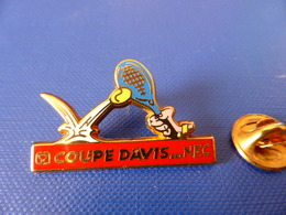 Pin's Arthus Bertrand - Tennis - Coupe Davis Par Nec - Raquette Balle (AB23) - Arthus Bertrand